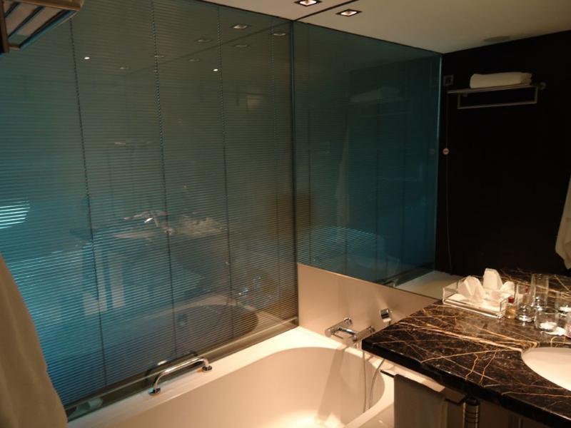 Jaloezieen Voor Badkamer : Badkamer pilkington nederland
